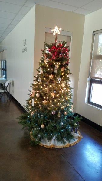 2018 November 26 Tree Decorating-3